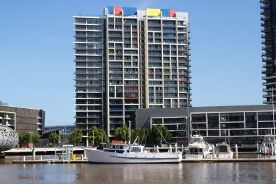 Harbour side living at yarra's edge