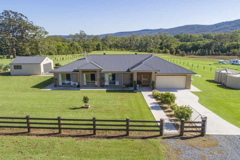 Picturesque home with country lifestyle