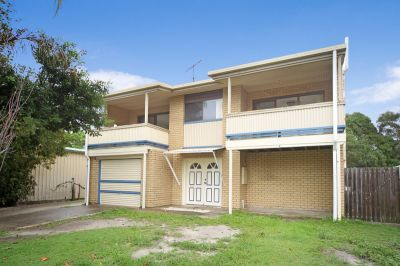 The Heart of Coolum Beach - Rent includes water and power