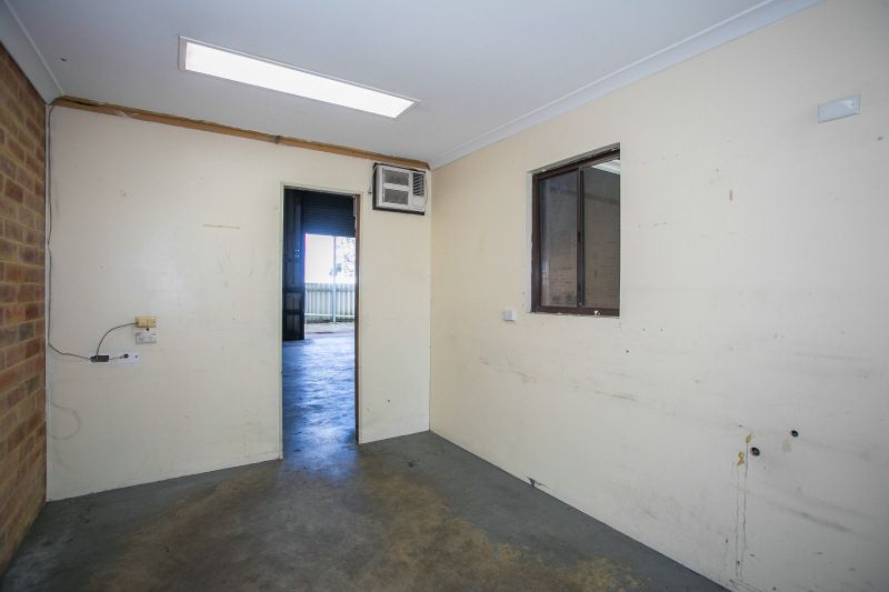 PRIME LOCATION - METRES TO FWY - STREET FACING WAREHOUSE
