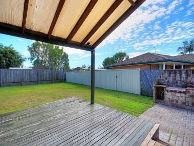 Boutique home on oversized Burleigh block!
