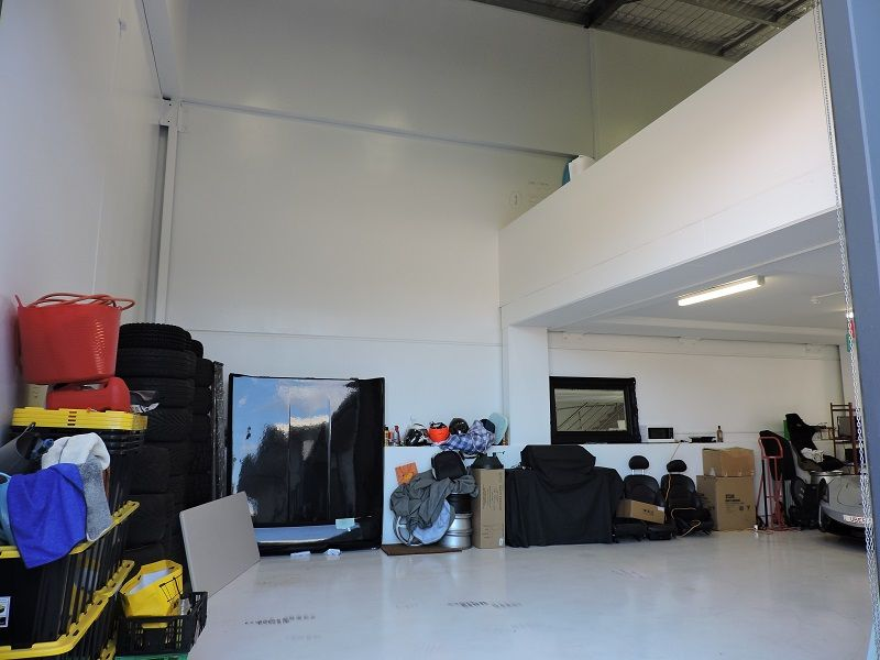 MODERN INDUSTRIAL UNIT IN PROMINENT LOCATION