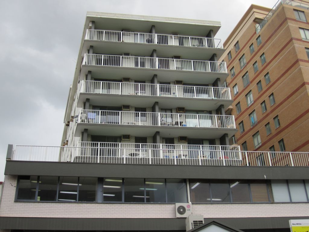 MODERN ONE BEDROOM APARTMENT RIGHT IN THE HEART OF BONDI JUNCTION!