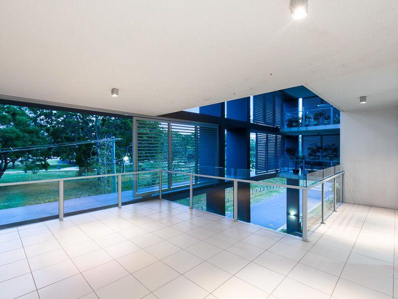 Huge 126 sqm Apartment, Secure 2 Car Spaces +2 x Storage, Gym, Pool!!>