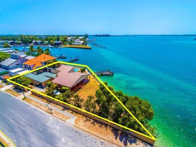 Incredibly Rare Broadwater Opportunity!