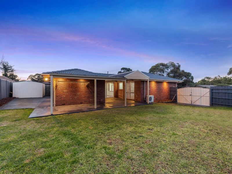 For Sale By Owner: 9 Grampians Court, Taylors Lakes, VIC 3038