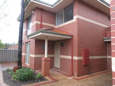 Large Townhouse in Top Location!