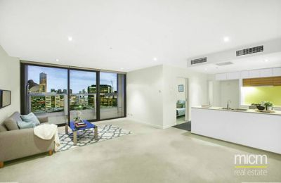 Victoria Point 1: Bright and Stylish Docklands Retreat!