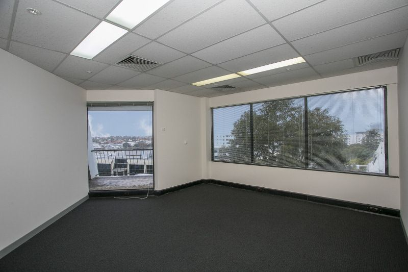 OFFICE WITH OUTLOOK - $180 PER SQM - PARTITIONED - CLOSE TO ALL AMENITY