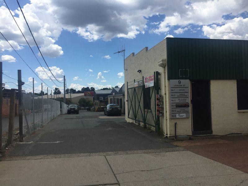 Flexible Showroom/Warehouse