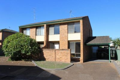 Tidy Townhouse located at rear of block!