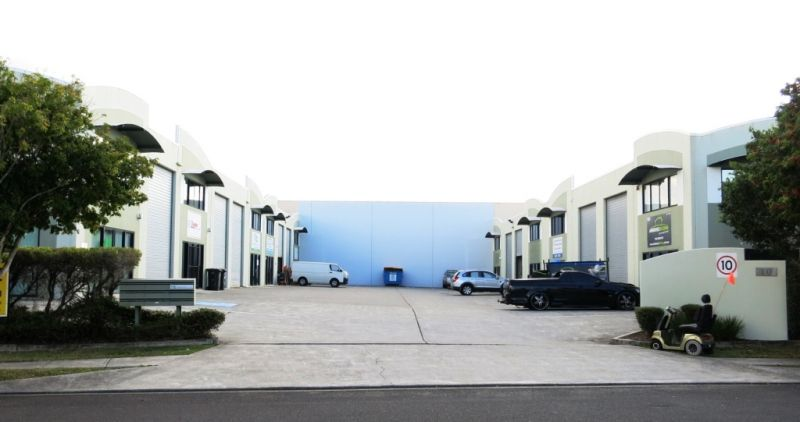 133m² STORAGE UNIT WITH RENOVATED OFFICE