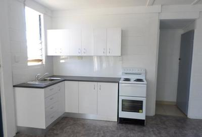 1 Bedroom Unit - Walking distance from Transport, Shops and Schools