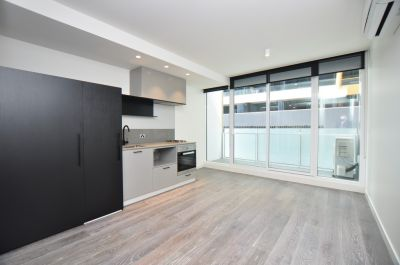 Brand New One Bedroom Apartment  Close To Public Transport and Shops!