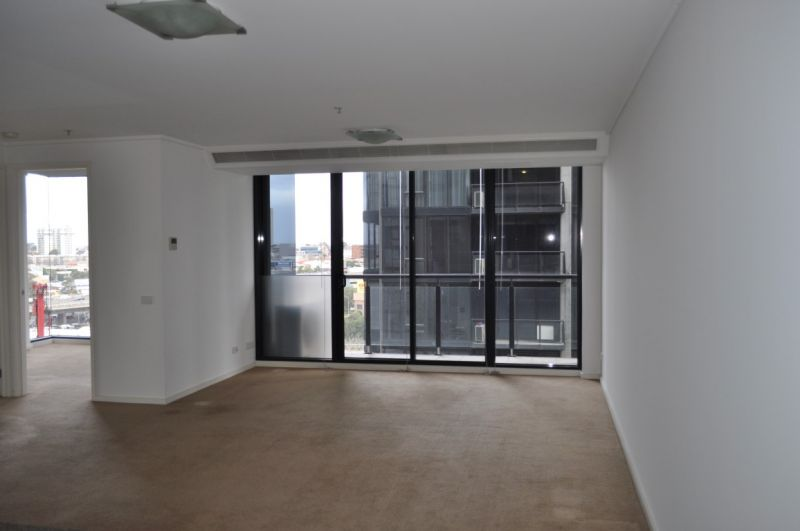City Tower: Spacious Two Bedroom Apartment!