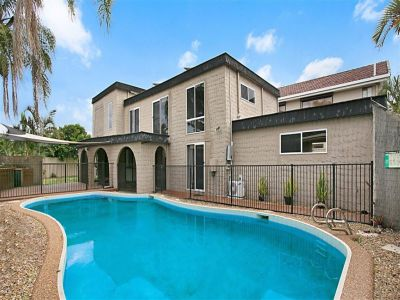 600m to the Beach and amazing Renovation Opportunity!