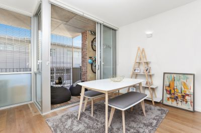 Stylish & Sun Drenched 1 Bedroom Apartment with District Views