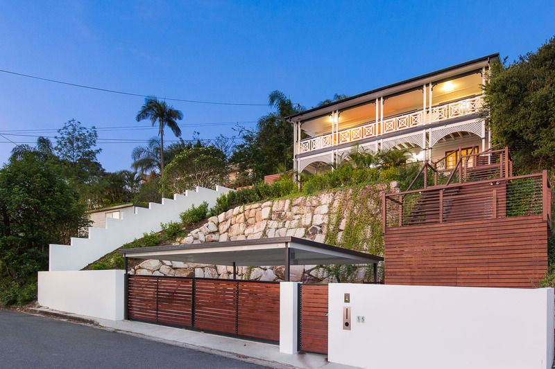 Stunning Architecturally Designed Family Home!>
