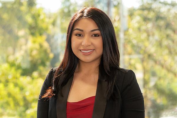 Iesha Cruz Real Estate Agent
