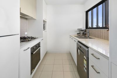 STUNNING TOP FLOOR 2 BEDROOMS, 2 BATHROOMS APARTMENT WITH CITY & DISTRICT VIEWS