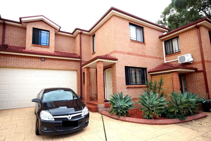4/93 Northcote Road, Greenacre NSW 2190