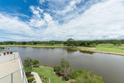 Stunning Apartment Overlooking Lakelands Golf Course