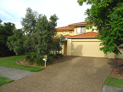 LARGE FAMILY HOME WITH A BIG BACK YARD