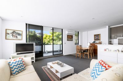 Generously-proportioned 'Loralea Gardens' apartment in the heart of the Village