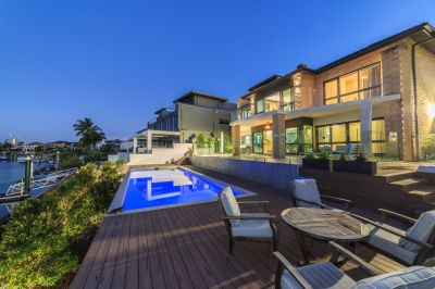 Incredible Main River Mansion on 1,031m2 North to Water