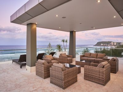 LUXURIOUS BURLEIGH BEACHFRONT PENTHOUSE WITH EXPANSIVE ROOF TOP ENTERTAINING LEVEL