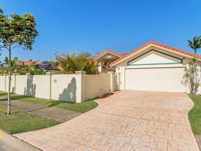 RENT REDUCTION!  - Family home, located in Burleigh Cove
