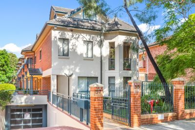 Light filled townhouse set in a boutique block of 6