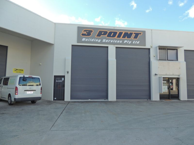 Warehouse With Rear Yard