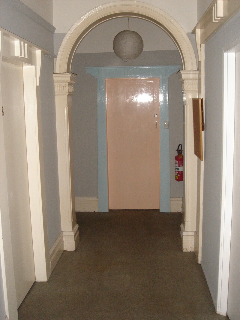 SINGLE ROOM IN ROOMING HOUSE WITH OWN KITCHEN