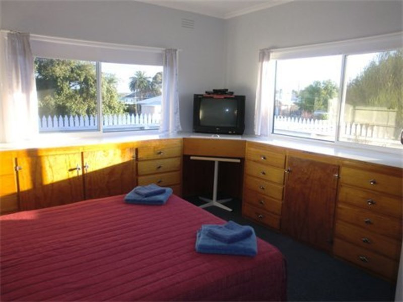 For Sale By Owner: 8 Sudings Road, Lakes Entrance, VIC 3909