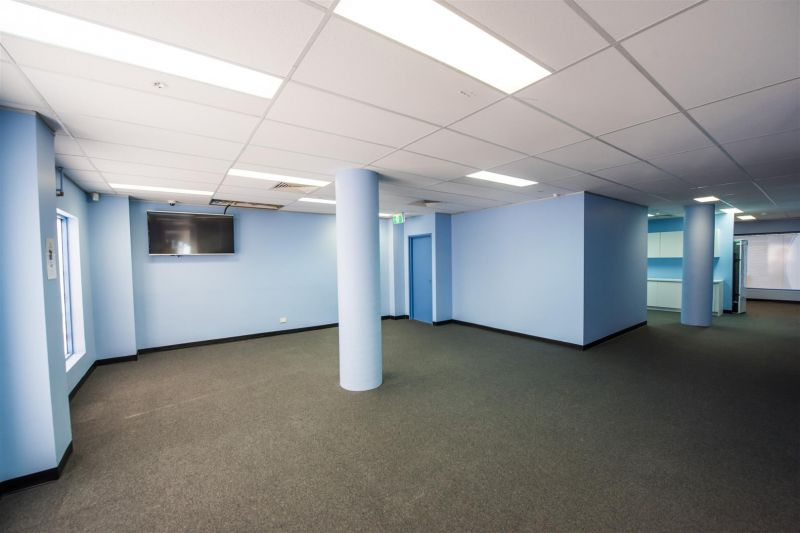 95m² OFFICE WITH EXPOSURE