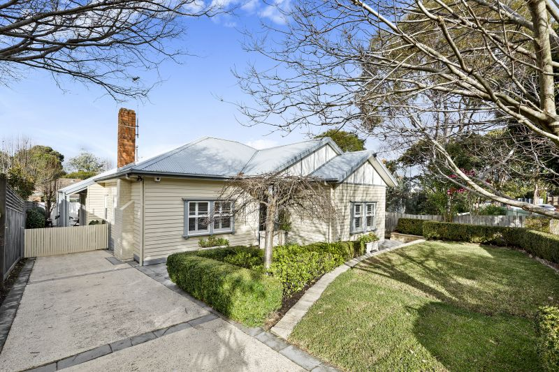 Contemporary space and period elegance in idyllic parkland neighbourhood