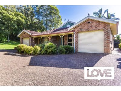 Immaculate Villa in Speers Point - Privacy Assured