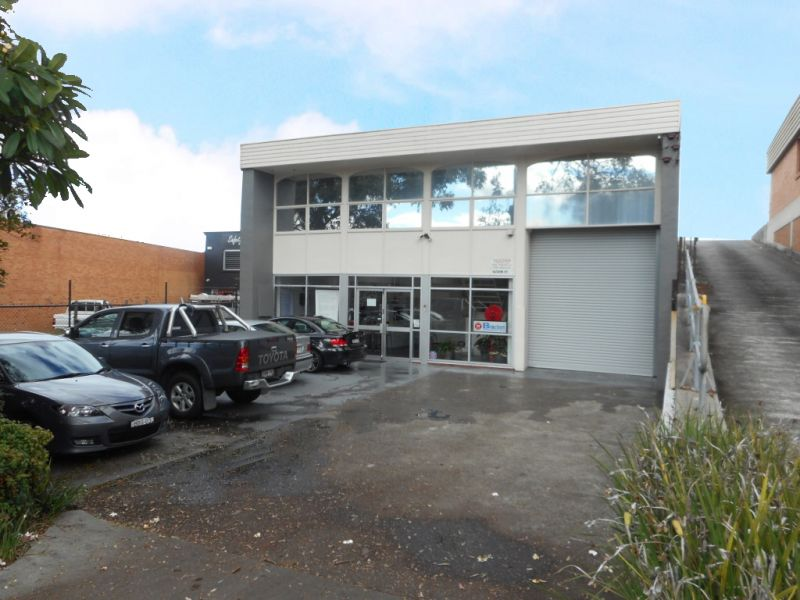 FREESTANDING WAREHOUSE IN GREAT LOCATION