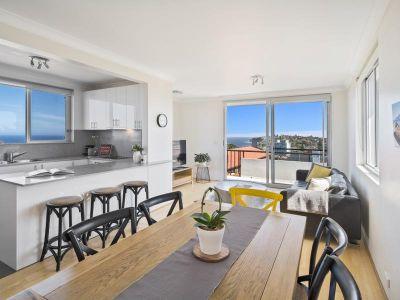 Sun Filled Top Floor Apartment with Ocean Views