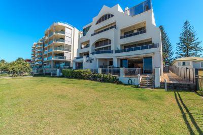 Absolute Beachfront 343m2 Beach-House style residence