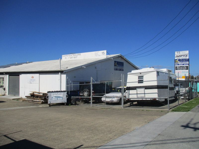 85M2* Industrial Unit, Highly Visable  Location