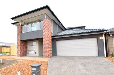 Modern and Gorgeous Four Bedroom Home!