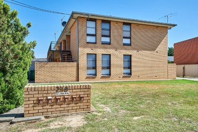 BRILLANT LOCATION - EXCELLENT OPPORTUNITY