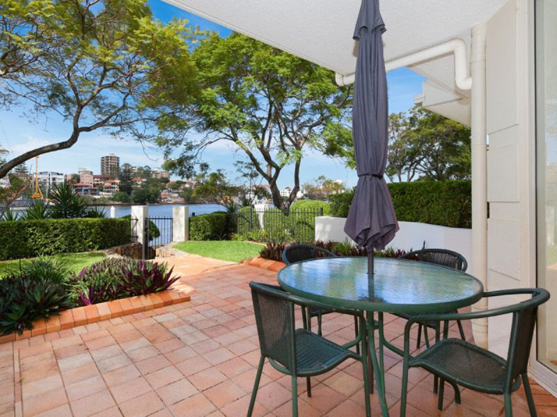 FULLY FURNISHED - BEAUTIFUL 2 BEDROOM APARTMENT WITH RIVERFRONT VIEWS