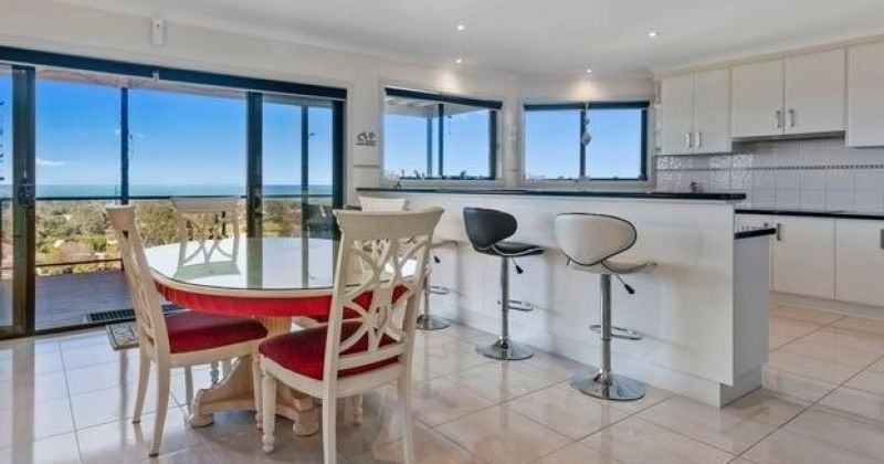 For Sale By Owner: 22 Sea-Lakes Close, Lakes Entrance, VIC 3909