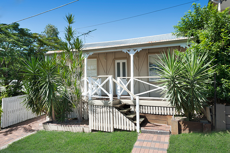 Beautifully renovated cottage with air-conditioning – AVAILABLE NOW