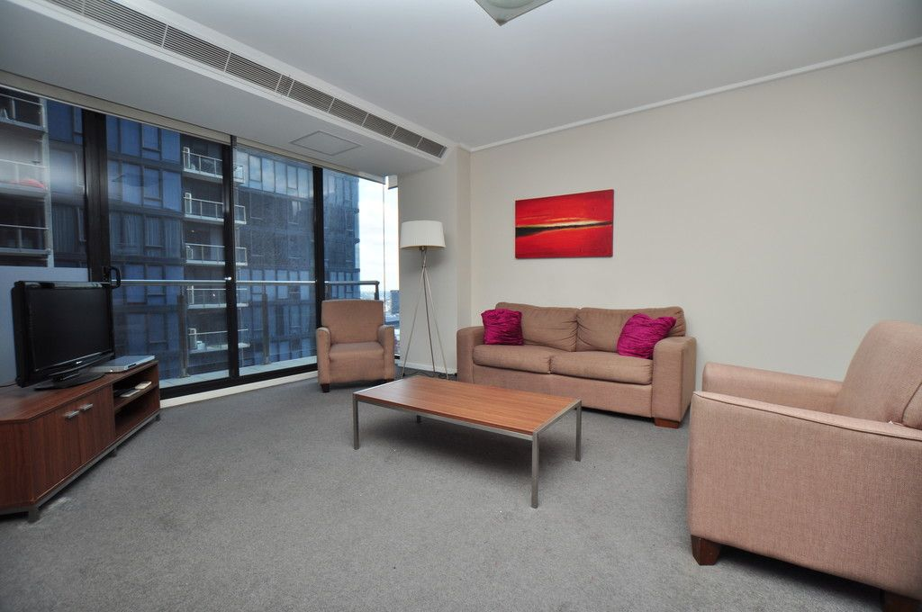 Melbourne Tower: 29th Floor - FURNISHED APARTMENT - Stunning Views and Quality Furnishing
