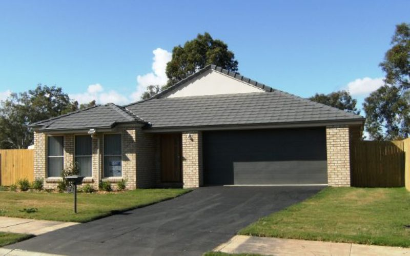 4 BEDROOM HOME WITH AIR CONDITIONING IN THE SOUGHT AFTER SUBURB OF FLINDERS VIEW