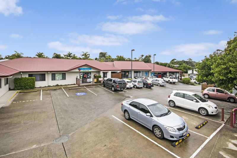 Small Retail Shop For Sale in Convenience Complex, Just off Sunshine Motorway